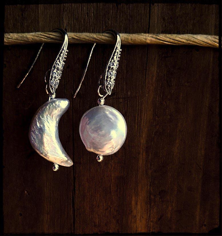 三日月と満月のパールのピアス