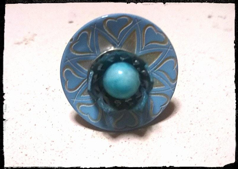 ドラジェブルーのフレンチボタンとヘミモルファイトのリング