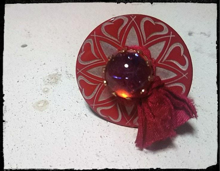 赤いフレンチボタンとドラゴンズブレスのリング