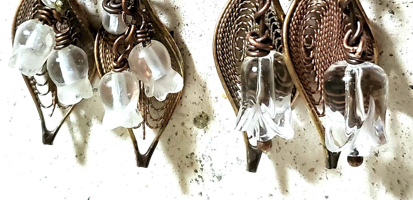 水晶のスズランイヤリング